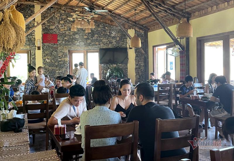 Trốn khỏi nội đô: Ngày nóng bức, nghỉ dưỡng ven Hà Nội 'cháy phòng'