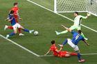 Italy 0-0 Xứ Wales: Azzurri ép sân (H1)
