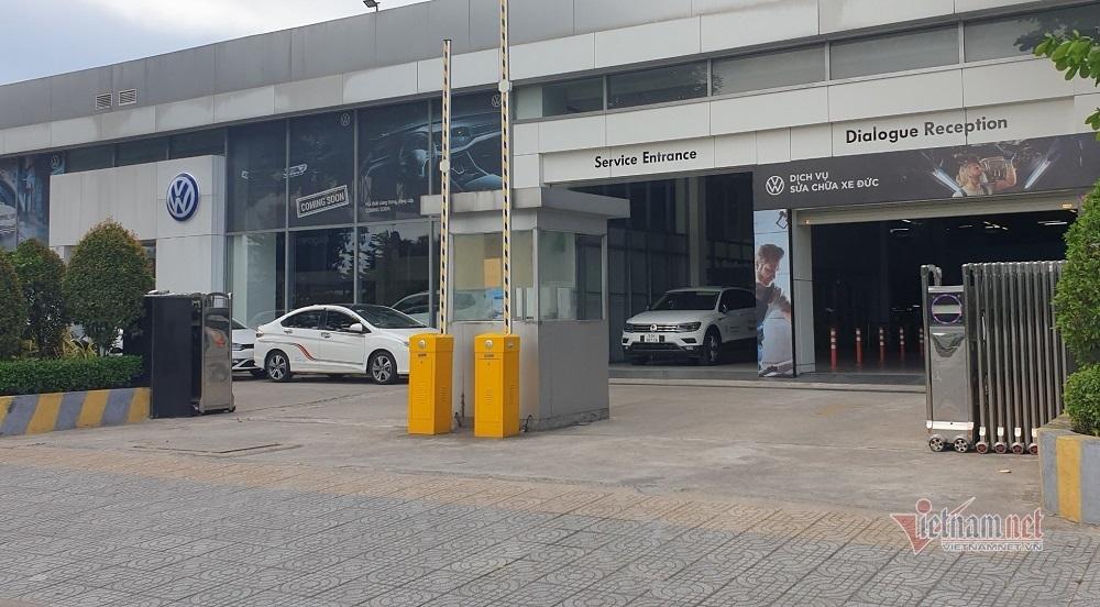 Cửa hàng thời trang, điện máy ở TP.HCM vẫn mở cửa bất chấp lệnh cấm