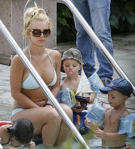 Britney Spears 'xuống sắc' rõ rệt ở tuổi 40