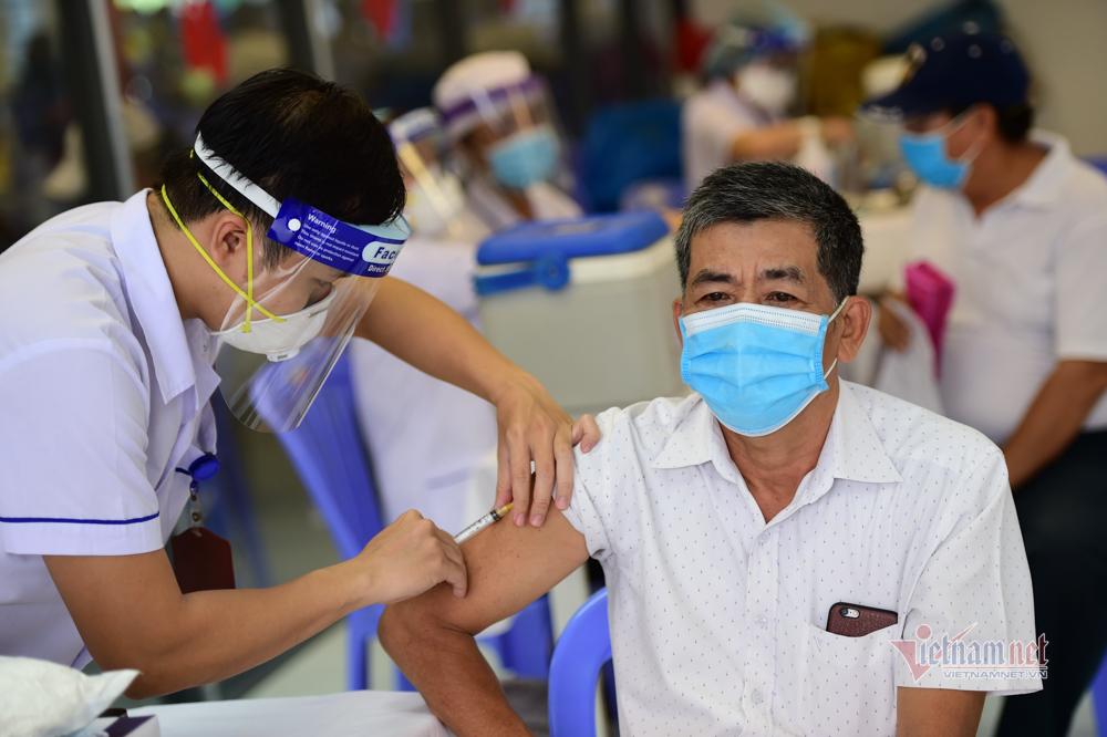 Chiến dịch thần tốc tiêm 800.000 liều vắc xin Covid-19 ở TP.HCM