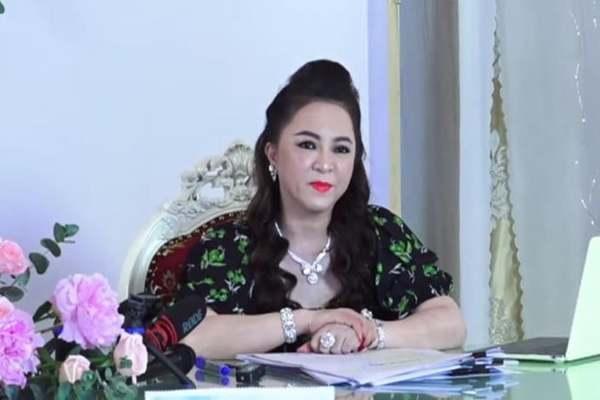 Bà Phương Hằng tố cáo bị hàng loạt trang mạng xã hội vu khống, làm nhục