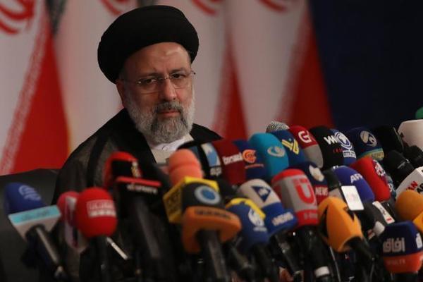 Tân Tổng thống Iran gửi thông điệp cứng rắn đến Mỹ