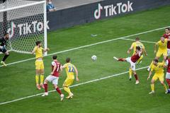 Ukraine 0-1 Áo: Bàn thắng xứng đáng (H1)