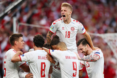 Vùi dập Nga 4-1, Đan Mạch lách qua khe cửa hẹp