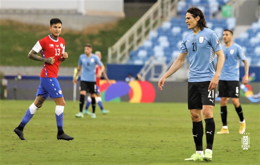 Suarez biến Vidal thành tội đồ, Uruguay thoát thua Chile