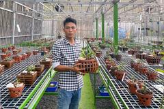 Ở nhà mùa dịch, gây dựng được vườn lan quý ở Bình Phước
