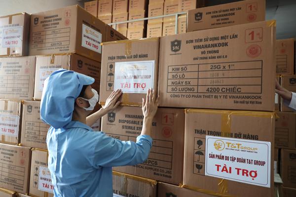 T&T Group ủng hộ TP.HCM 500.000 bộ bơm tiêm vắc xin Covid-19