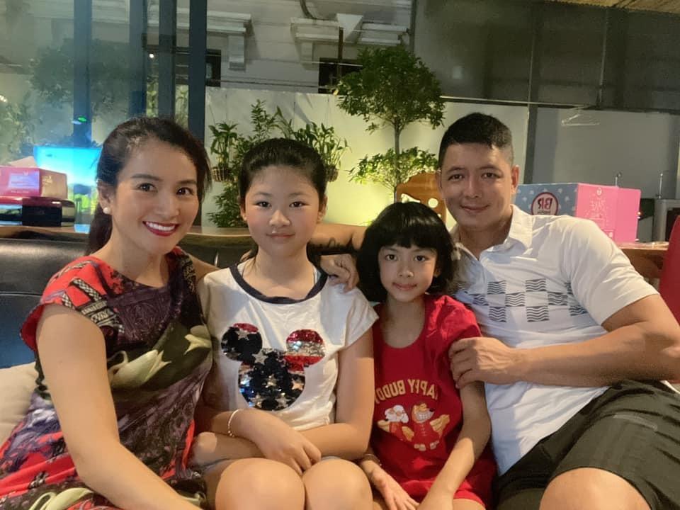 MC Bình Minh nhảy cùng vợ và hai con gái