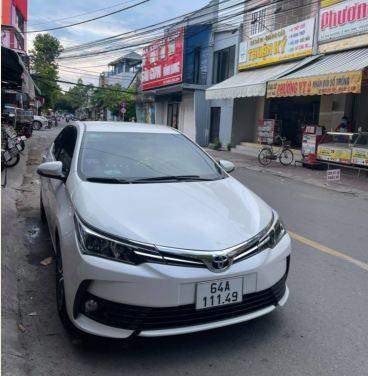 xe-oto-Toyota-Altis-bi-ban-de-mua-xe-may