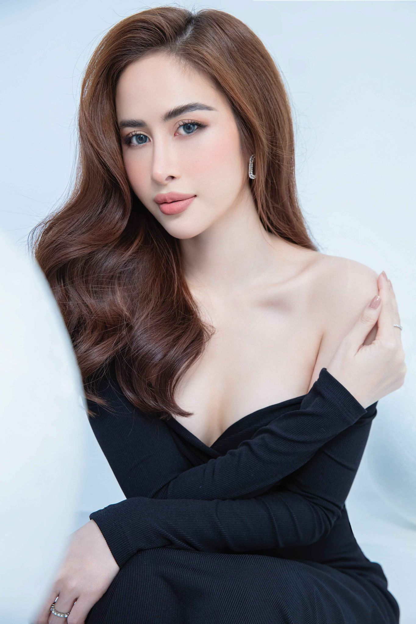 Hoa hậu Phan Ngọc Hân gợi cảm trong bộ ảnh mới