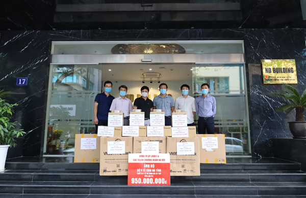Tặng 5000 bộ kít xét nghiệm Covid-19 cho Hà Tĩnh chống dịch