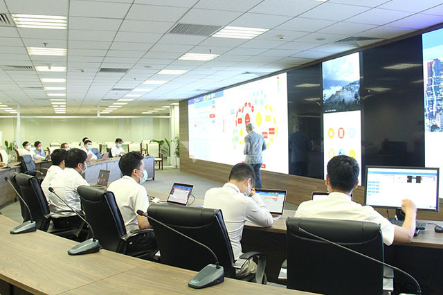 Vietnam sets up technological centers to combine healthcare, ICT to fight Covid-19
