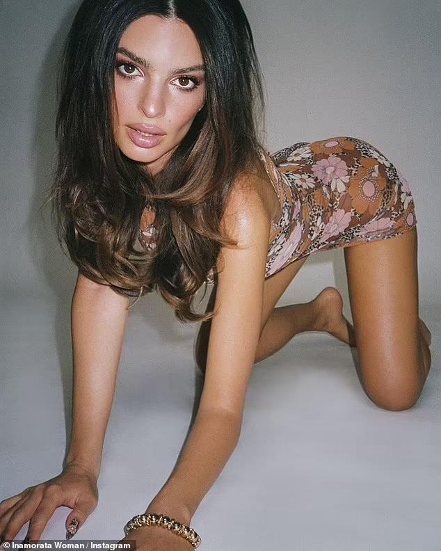 Siêu mẫu Emily Ratajkowski khoe thân hình nóng bỏng