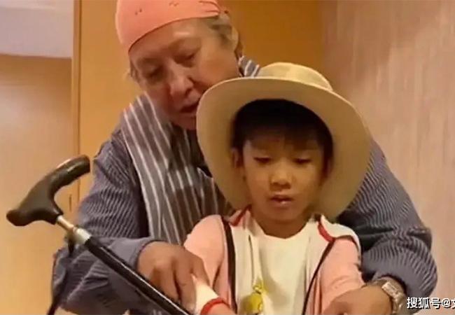 Hồng Kim Bảo phong độ sau thời gian dài ngồi xe lăn
