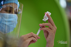 Thủ tướng: Nghiên cứu tiêm vắc xin phòng Covid-19 cho trẻ em