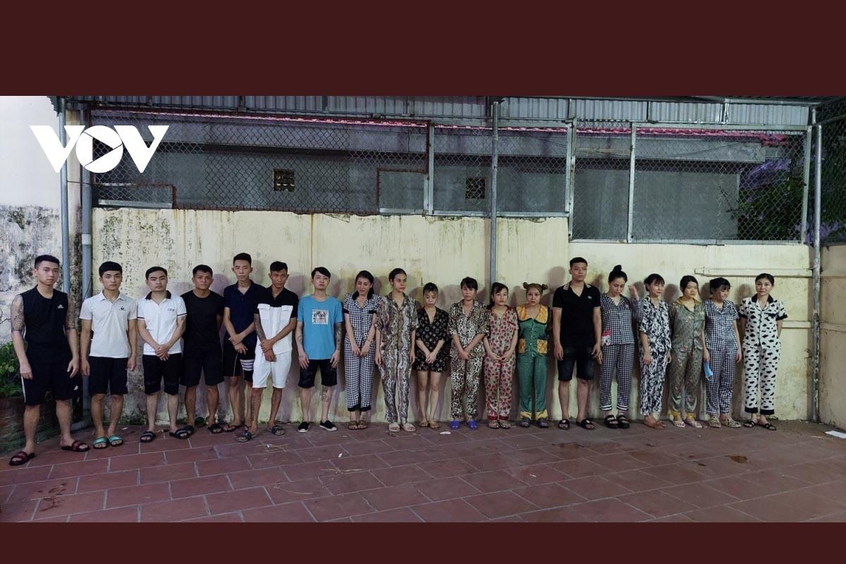 Kiểm tra phòng dịch, bắt tại chỗ 20 dân chơi ở Quảng Ninh đang phê ma tuý