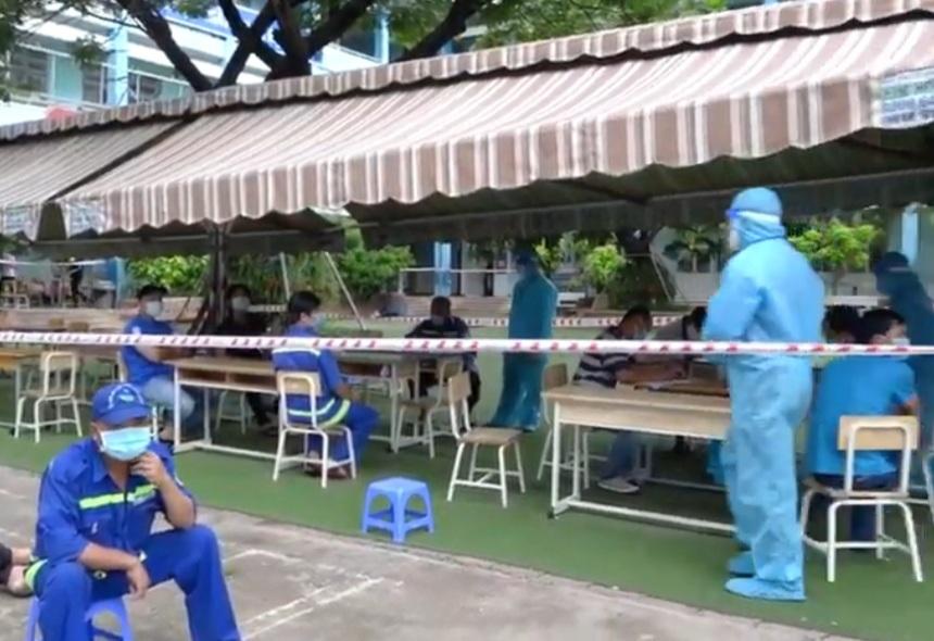 Hơn 600 nhân viên vệ sinh môi trường TP.HCM tiêm vắc xin phòng Covid-19