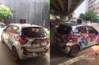 Xe taxi bị tạt kín sơn ở Linh Đàm, tài xế phẫn nộ