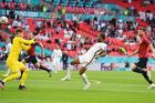 Anh 0-0 CH Séc: Sterling bấm bóng dội cột dọc (H1)