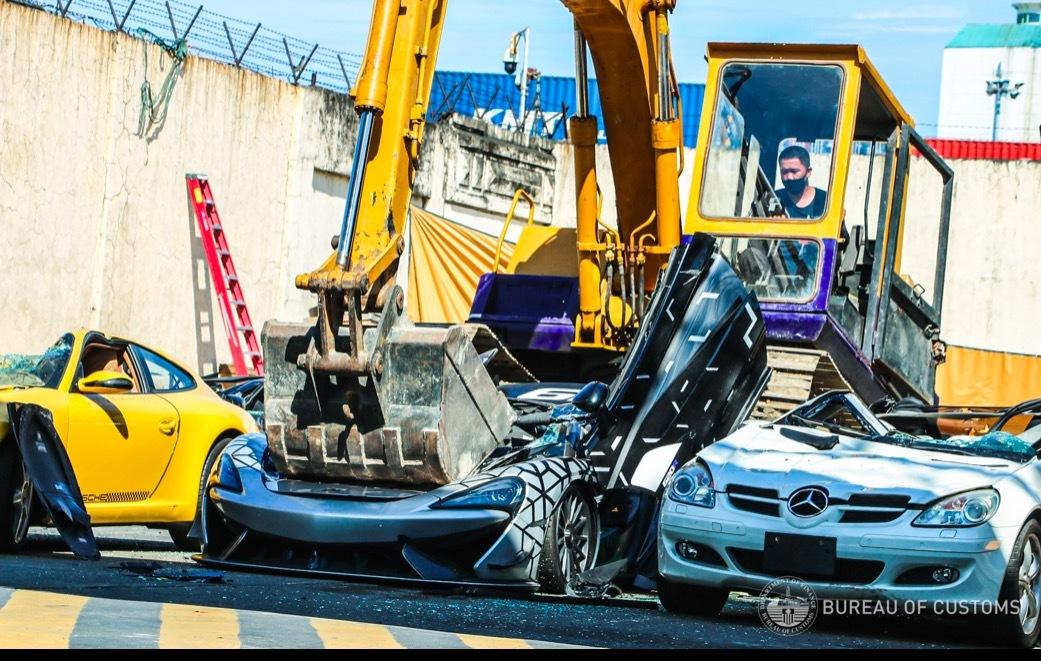 Hình ảnh Philippines nghiền nát một loạt siêu xe đắt tiền