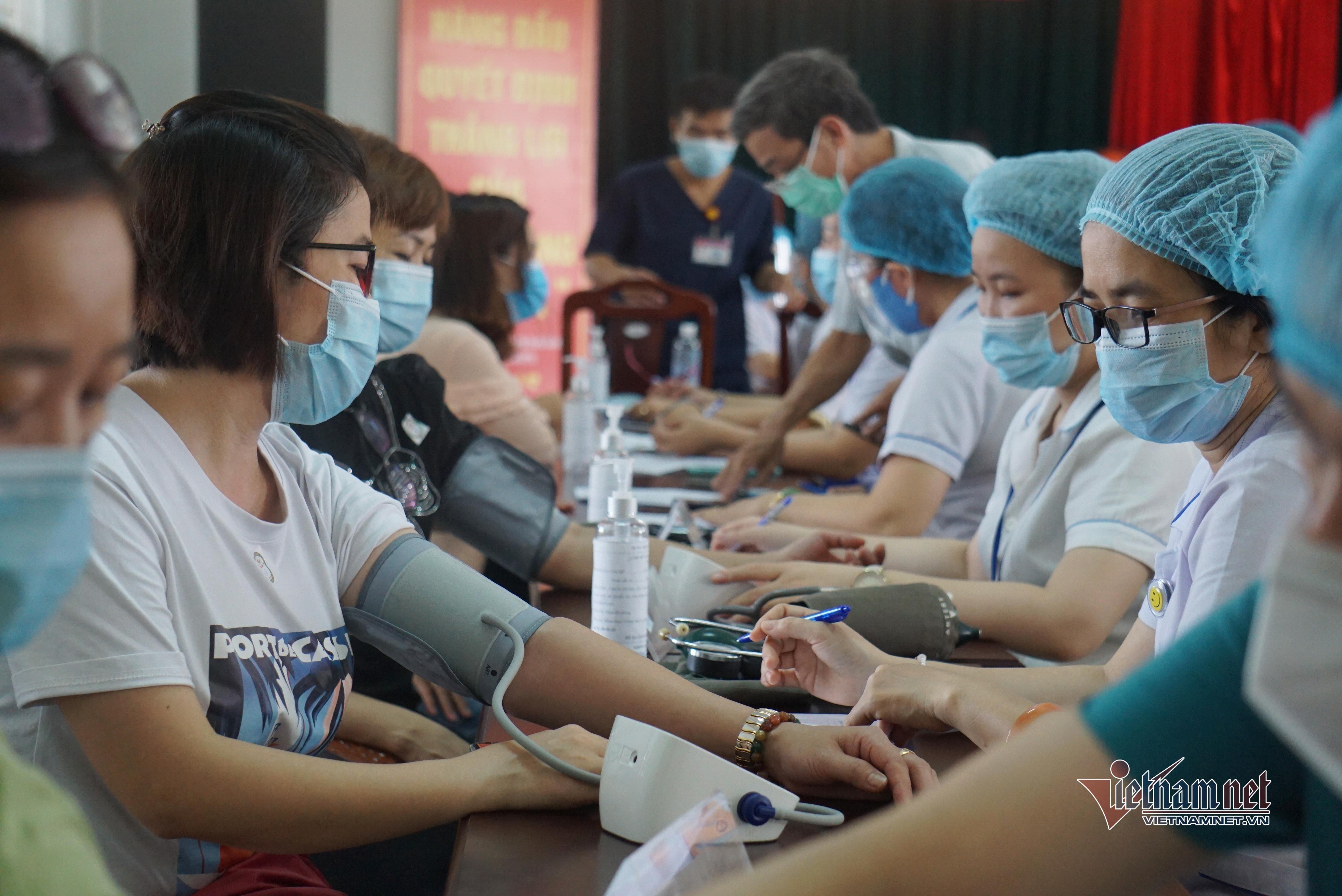Giáo viên ở Đà Nẵng tiêm vắc xin Covid-19 trước năm học mới