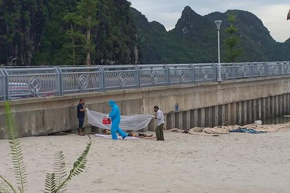 Thi thể người đàn ông mắc vào lưới ngư dân ở bãi tắm Hòn Gai