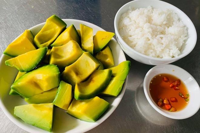 Lạ lùng món cơm với bơ dễ 'gây nghiện' ở vùng đất đỏ Bazan