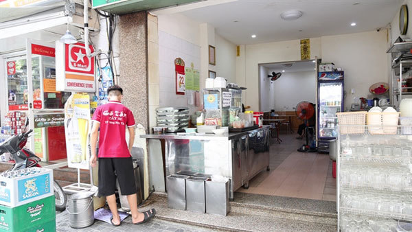 Hanoians hopeful of business recovery following new reopening
