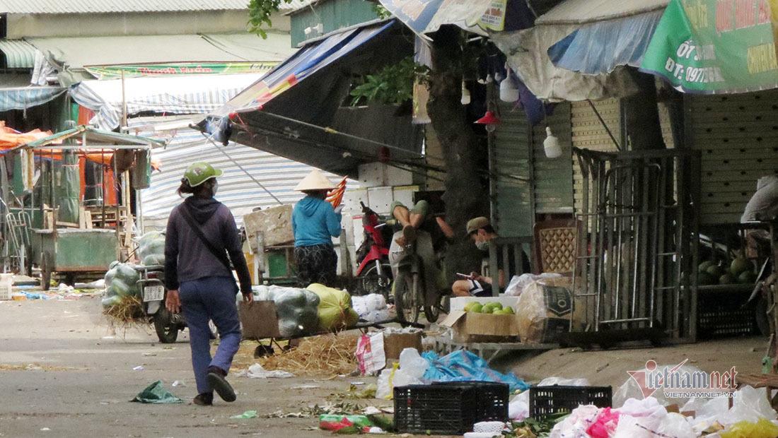 Phong tỏa chợ đầu mối bán rau củ quả lớn nhất Nghệ An