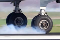 Tại sao lốp máy bay không phát nổ khi cất hoặc hạ cánh?