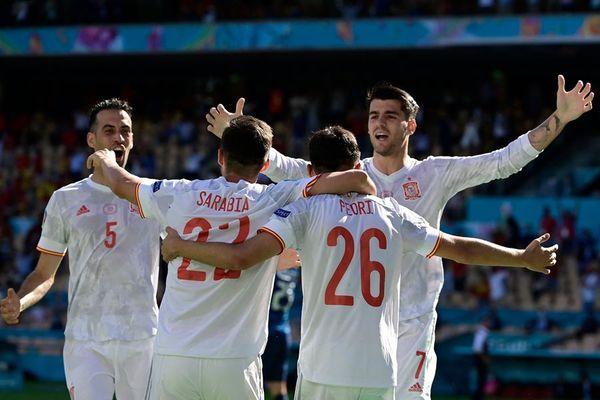 Video bàn thắng Tây Ban Nha 5-0 Slovakia: Pha phản lưới bi hài