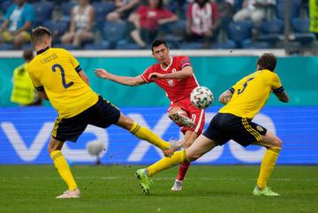 Lewandowski tỏa sáng, Ba Lan vẫn ngậm ngùi rời EURO