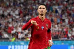 Ronaldo đi vào lịch sử, Bồ Đào Nha lấy vé 1/8
