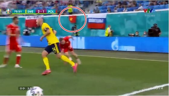 Quốc kỳ Việt Nam xuất hiện trên khán đài EURO 2020