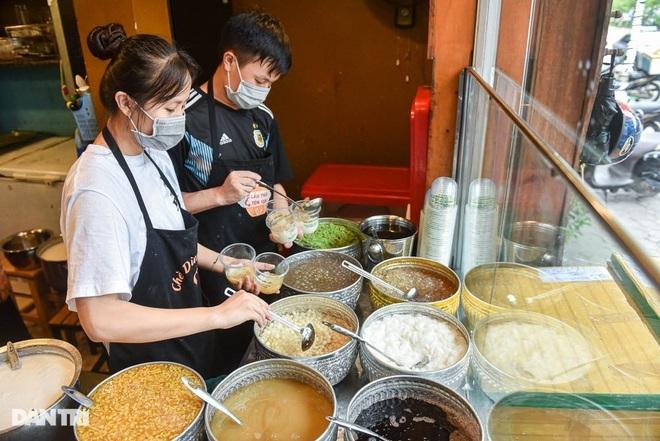 Quán chè Thái đắt khách nhất nhì ở Hà Nội, mỗi ngày bán hơn 1.000 cốc