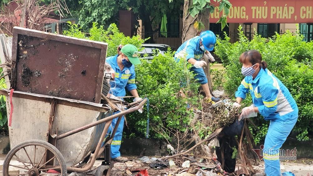 Giữa dịch Covid-19, gần 300 công nhân quét rác bị nợ lương nhiều tháng