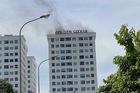 Nghi đốt vàng mã cháy tầng 14 chung cư, người dân hoảng loạn tháo chạy