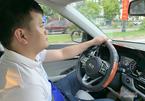 Lái ô tô bằng một tay có phải là sai kỹ thuật?