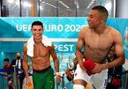 Ronaldo và Mbappe cười tít mắt sau khi đổi áo cho nhau