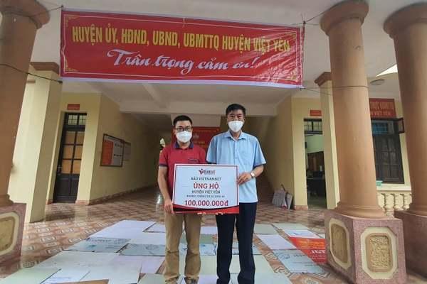VietNamNet trao 100 triệu đồng ủng hộ người dân Bắc Giang chống dịch
