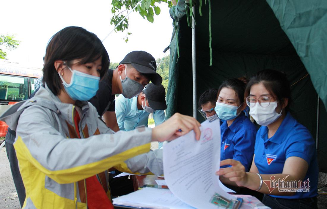 100 giáo viên TP. Vinh tình nguyện đi chống dịch Covid-19