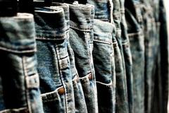 Quần jeans có tội gì trong công sở?