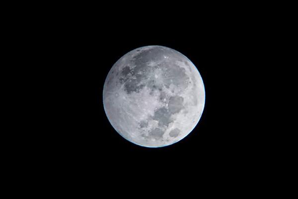 Tối nay Việt Nam đón siêu trăng cuối cùng của năm 2021