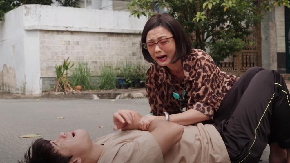 Đạo diễn 'Cây táo nở hoa' lên tiếng khi khán giả chê phim quá phi lý