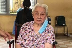 Cụ bà cao tuổi nhất Campuchia được tiêm vắc xin ngừa Covid-19