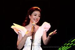 Phạm Thu Hà hạnh phúc cất tiếng hát ở Hòa nhạc Quỹ Vắc-xin Covid-19