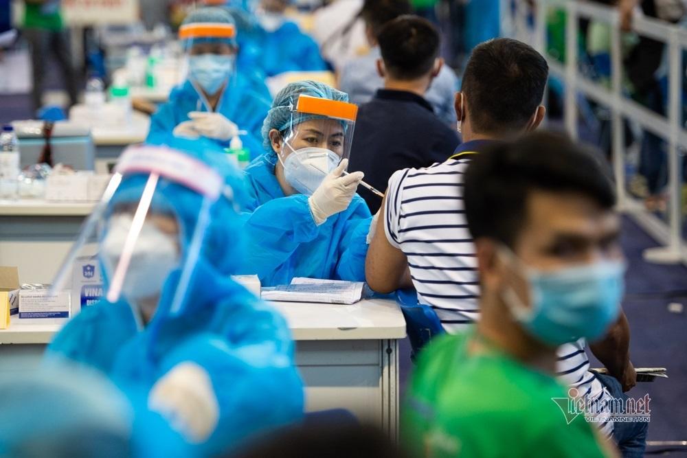 Hai đơn vị chi 2.000 tỷ mua vắc xin cho TP.HCM