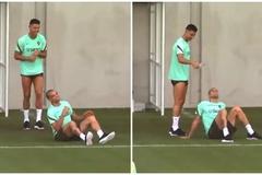 Ronaldo láu cá 'chơi xỏ' cả đàn anh Pepe trên sân tập