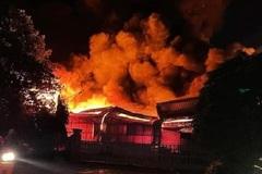 Công ty trong khu công nghiệp ở Bình Dương bốc cháy như đuốc giữa đêm